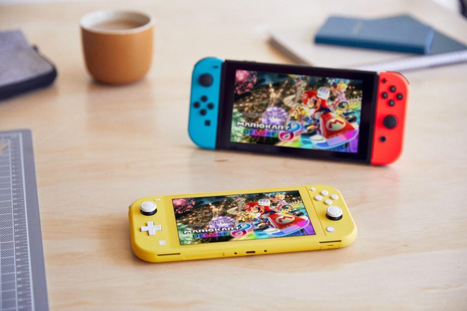 CI_NintendoSwitchLIte_LifestyleShot_0810.jpg