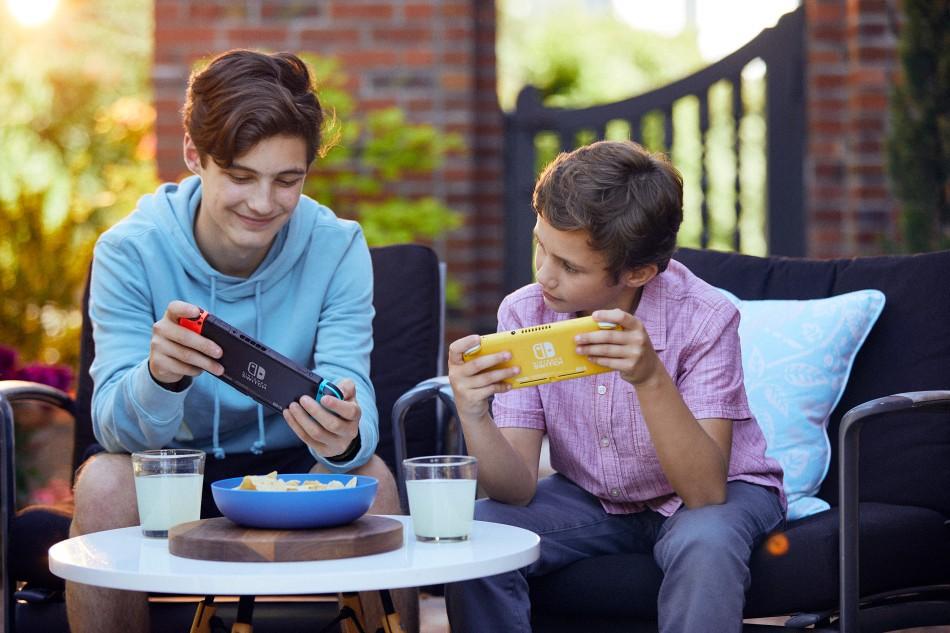CI_NintendoSwitchLIte_LifestyleShot_2723.jpg